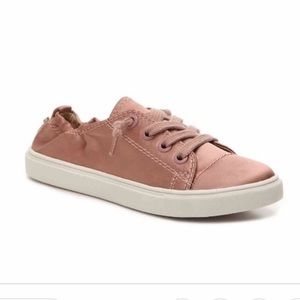 NIB size 7 Steve Madden pink satin shoes